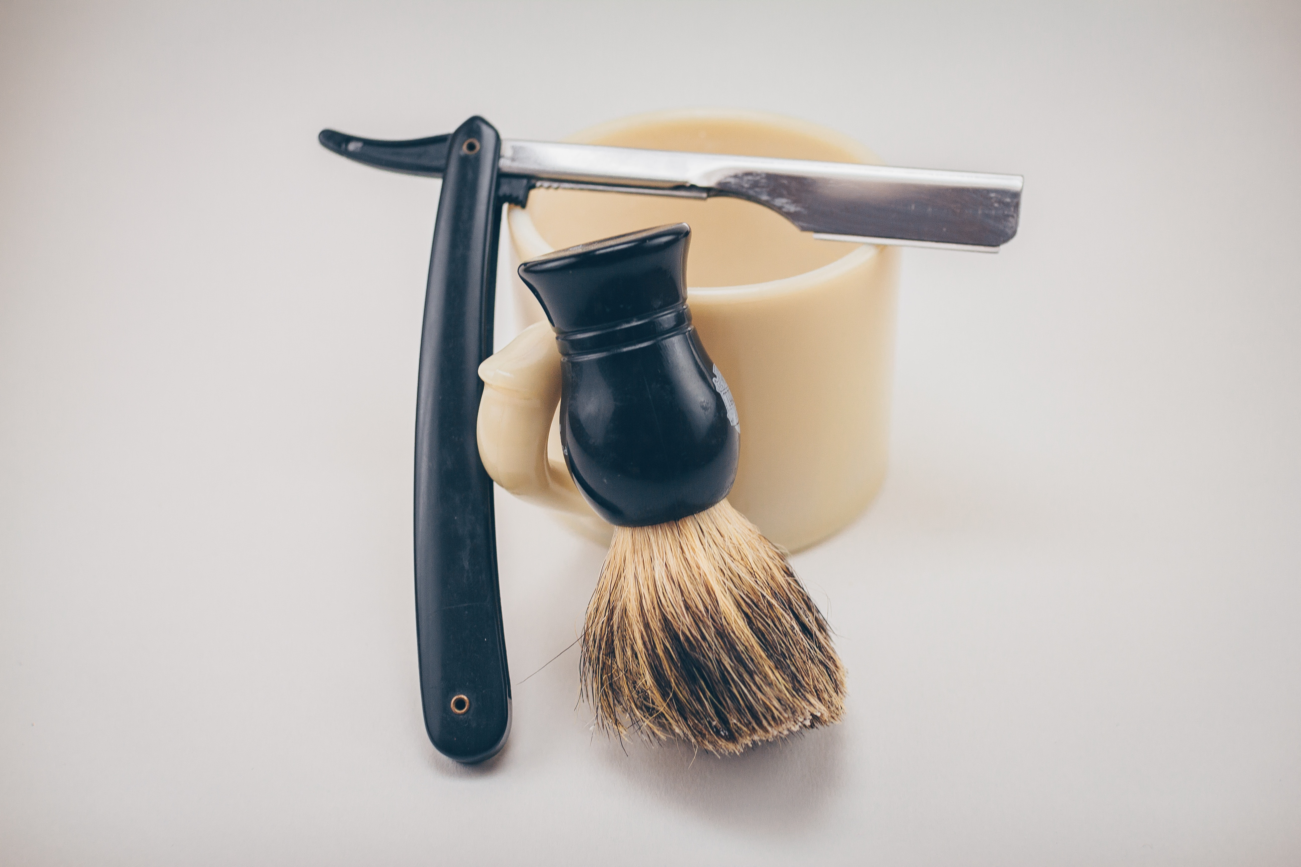 How to use a straight razor
